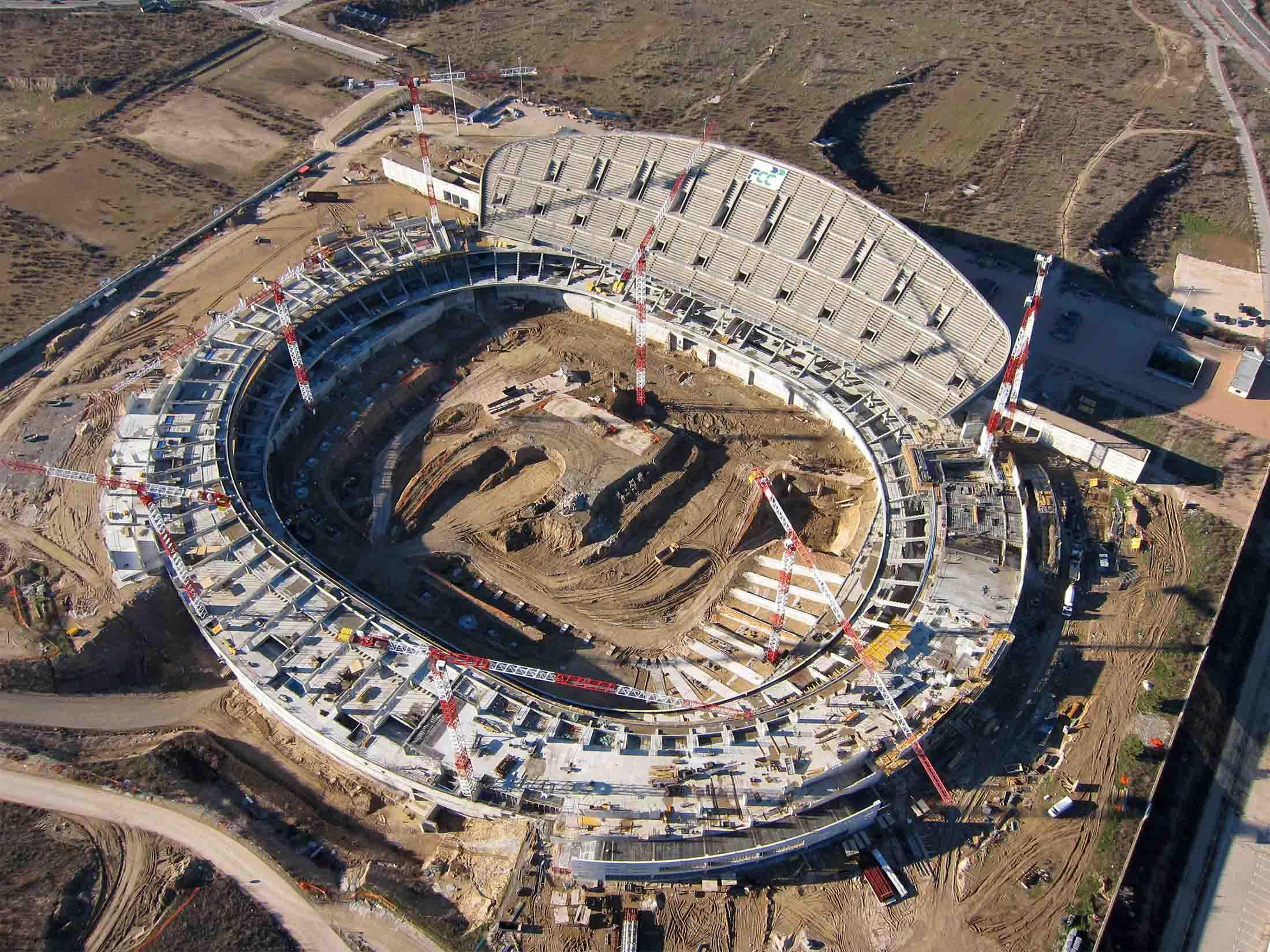 Vista aérea estadio Atlético de Madrid con estructuras de hormigón por Grupo Convenio